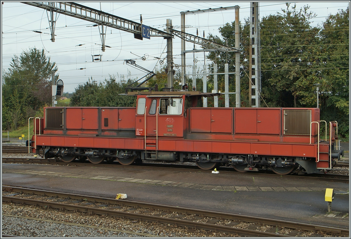 Die SBB Ee 6/6 16817 in Lausanne Triage.