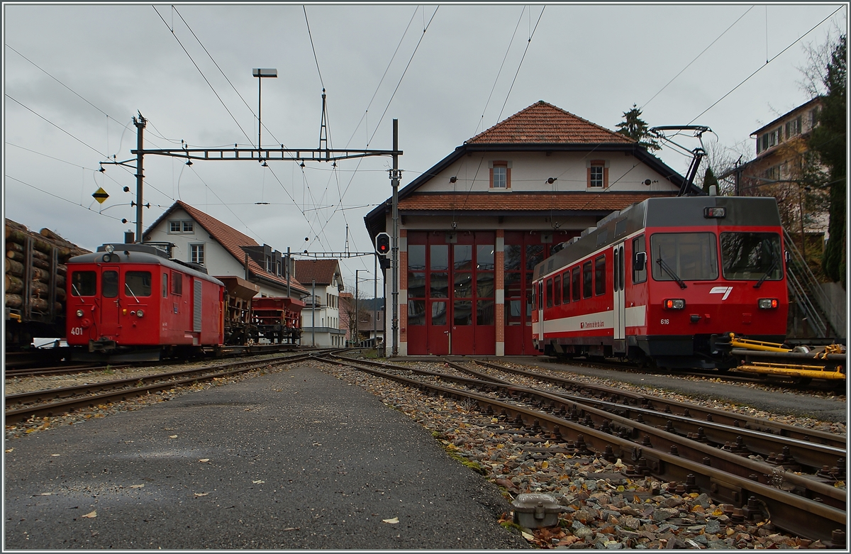 Links die CJ-Lok Gem 4/4 401 rechts ein ex FW Be 4/4 in Tramelan.