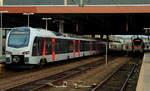 flirt/533285/am-24122016-begegnen-sich-der-abellio-flirt Am 24.12.2016 begegnen sich der Abellio-Flirt 3 ET 25 2209 und ein Flirt der Eurobahn im Düsseldorfer Hauptbahnhof. Der ET 25 2209 (und an der Spitze der ET 25 2302) fahren als RE 19 nach Emmerich, während der Eurobahn-Flirt über Gelsenkirchen nach Hamm (Westfalen) fährt.