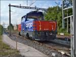 kreuzlingen/350590/hybridlok-eem-923-025-1-rangiert-mit Hybridlok Eem 923 025-1 rangiert mit Dieselpower im Bahnhof Kreuzlingen Hafen.