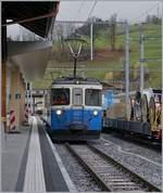 abde-88-mob/586539/allen-alpinas-zum-trotz-konnte-auch Allen Alpinas zum Trotz konnte auch am 30. Okt noch ein MOB ABDe 8/8 im Planeinsatz bewundert werden. Auf diesem Bild wird der in Zweisimmen aus Montreux eingefahrene Zug 2210 zum Umfahren weggestellt.  30. Okt 2017